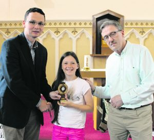 Minister of State for Tourism and Sport Patrick O'Donovan TD making a presentation to Aoibhín Houlihan (Sár Scólaire) with Michael Costello. George Daly Gaelcholáiste Cill Churnáin Summer Camp